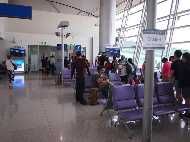 P9247298-boarding-sq.JPG