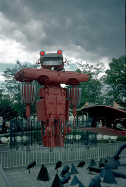 car sculpture.jpg