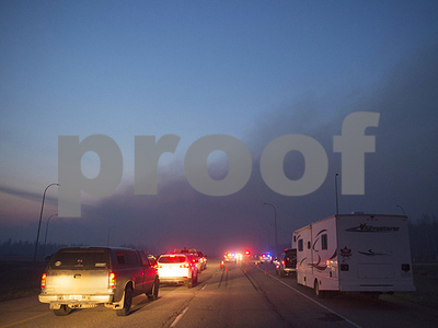 canadian-wildfire-keeps-growing-overnight-as-1500-vehicle-convoy-takes-evacuees-to-safety