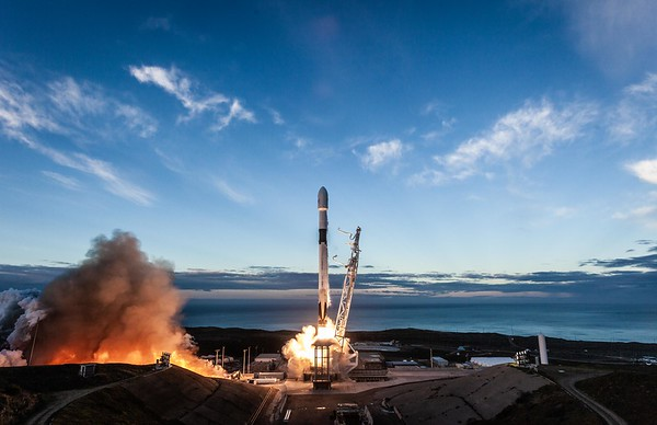 SpaceX Falcon 9 IRIDIUM NEXT-8 Jan. 11, 2019