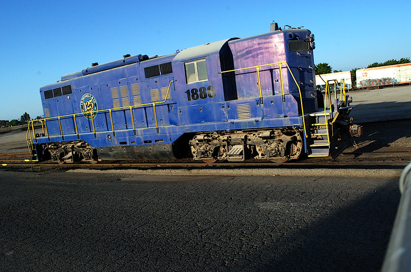 2015-04-16 EMD GP9 ft rt Tulare CA.JPG