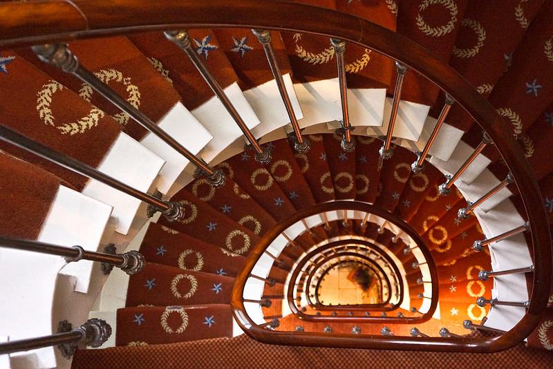 Paris hotel stairs 039.jpg