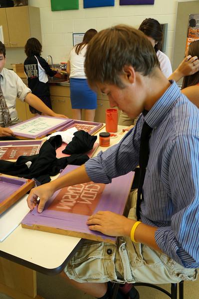 Lutheran-West-Art-Class-Silk-Screen-T-Shirts--September-2012--33.JPG