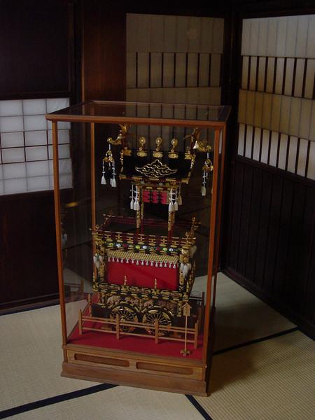 Replica of Merchant's Takayama festival float