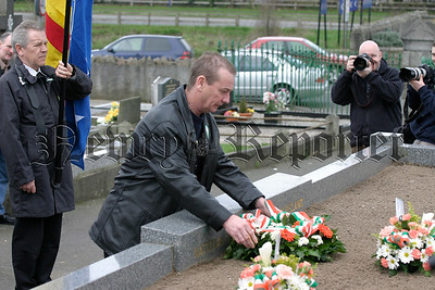 Larry Sherry lays a wreath on behalf of the Rostrevor Official Movement, 05W13N69.