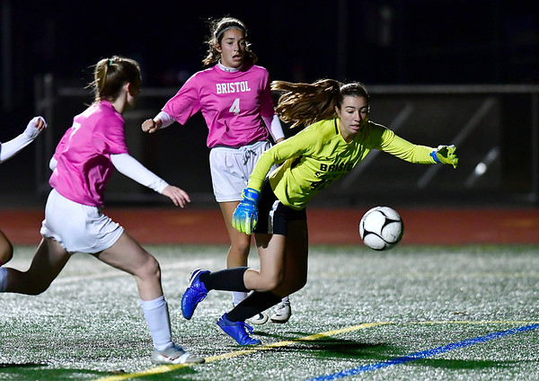 11/5/2019 Mike Orazzi | StaffrBristol Eastern's Maura Cyr (40) during girls soccer at BC Tuesday night. r