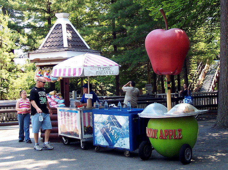 Here's the candy apple themed Candy Apple cart in its new location.