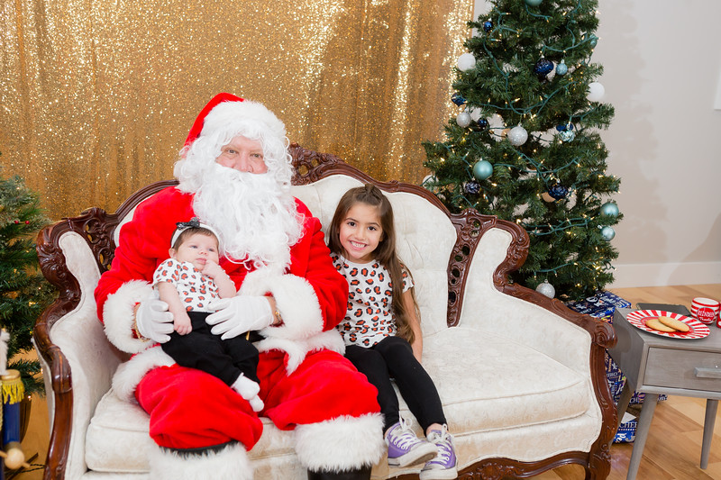 FADS Picture with Santa-294.jpg