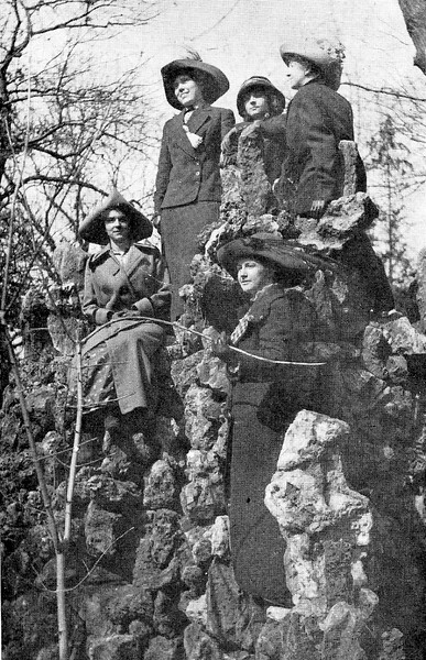 1913 UWL Nature Class.jpg