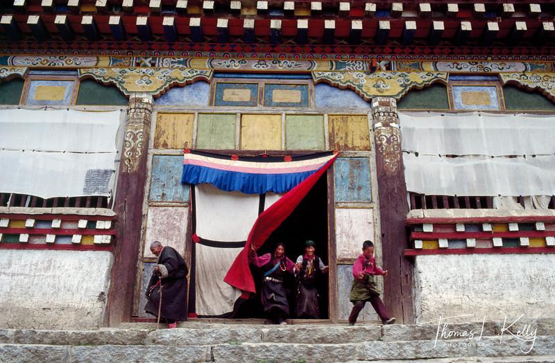 Tibet Monastery (door curtains)