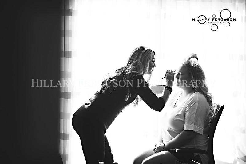 Hillary_Ferguson_Photography_Melinda+Derek_Getting_Ready085.jpg