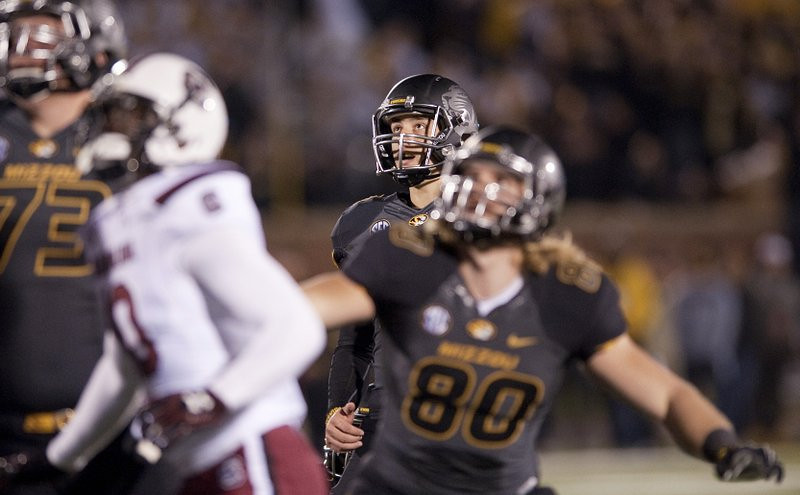 """. <p>10. (tie) MISSOURI TIGERS <p>With one horrible kick, their BCS title hopes are no MO. (unranked) <p><b><a href=\'http://sports.yahoo.com/news/ncaaf--missouri-cursed-north-end-zone-shaw-shank-loss-to-south-carolina-062017582.html\' target=\""""_blank\""""> HUH?</a></b> <p>    (AP Photo/L.G. Patterson)"""