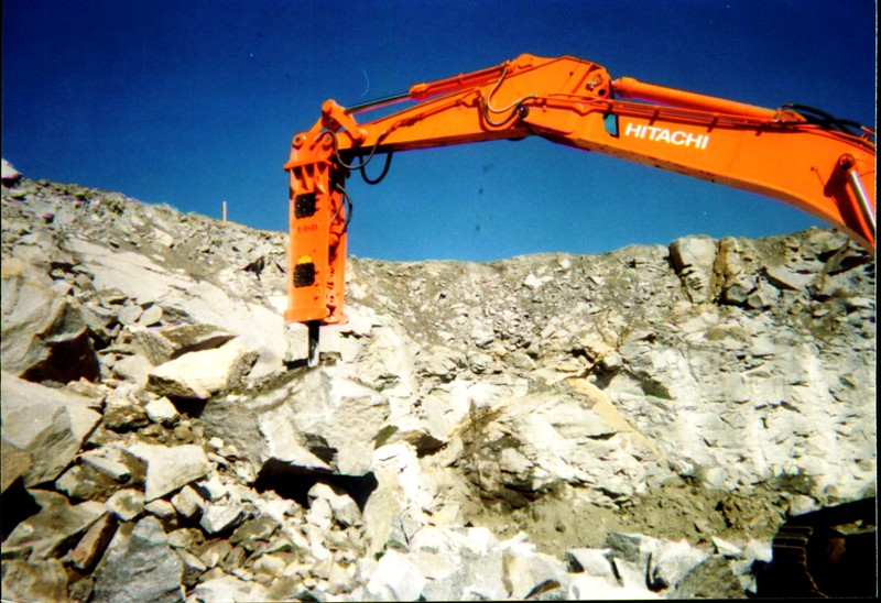NPK E240A hydraulic hammer on Hitachi excavator in Georgia 4-22-99 (3).JPG