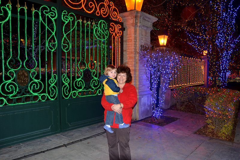 2012-11-23 –––– Olin loves the Christmas lights so we took him out in the car to see all the lights in our area. This home is always one of the best places to get your fix of lights.