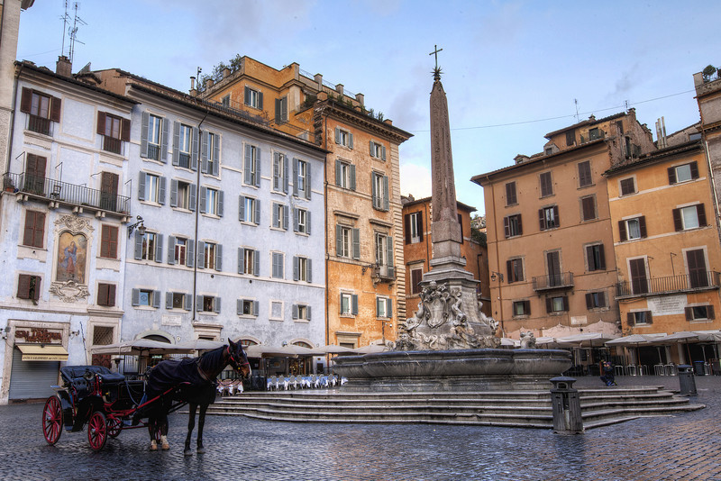 Piazza-della-rotunda-horse-and-carriage.jpg