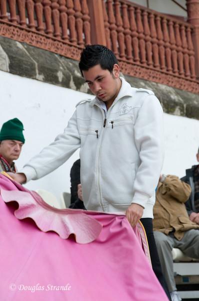 Sun 3/13 in Malaga: Novice bullfighter gives a demonstration