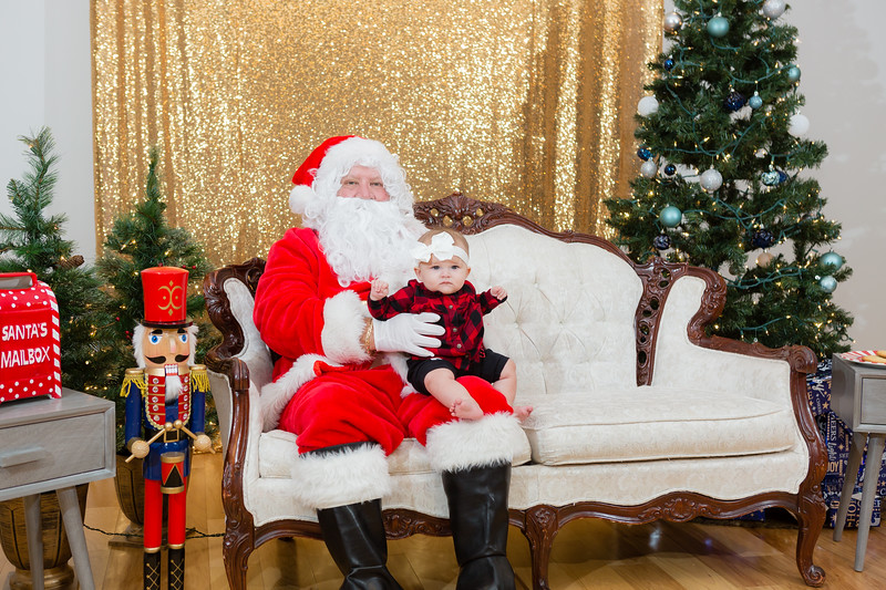 FADS Picture with Santa-325.jpg