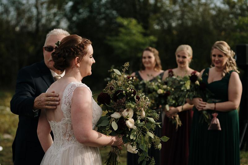 rustic_ohio__fall_barn_wedding-208.jpg