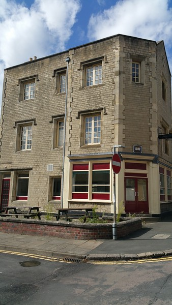 Bakers Arms pub Emlyn Square Swindon 2017.