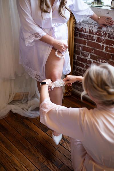 Kathryn getting ready K&M-148.jpg