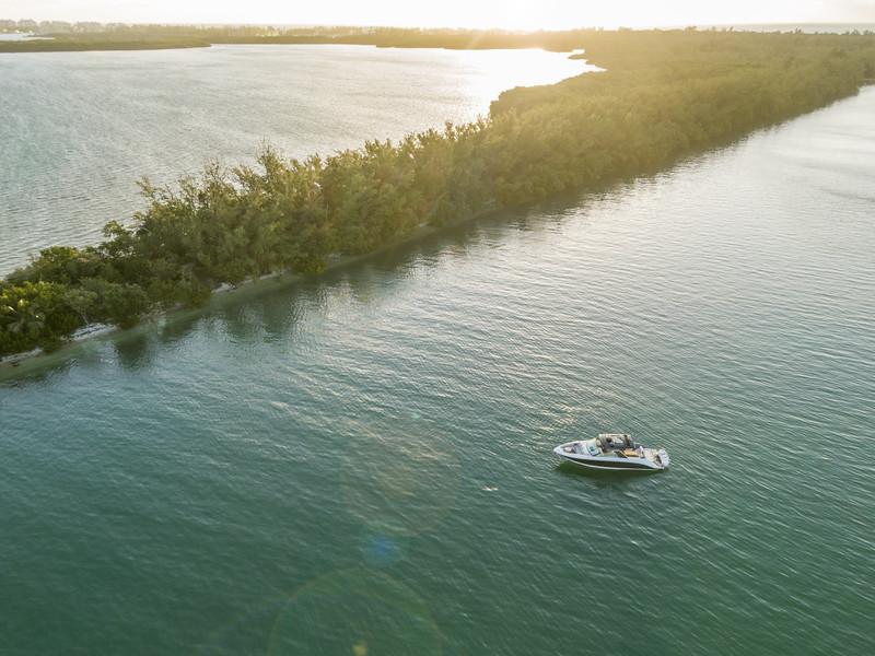 2020-SLX-R-400-e-Outboard-aerial-02.jpg