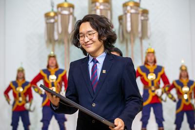 Монгол Улсын Ерөнхийлөгч У.Хүрэлсүх олон улсын олимпиадад амжилттай оролцсон сурагч, хүүхдүүдэд шагнал гардууллаа
