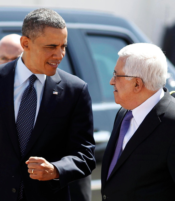 . U.S. President Barack Obama gestures while walking next to Palestinian President Mahmoud Abbas (R) before reviewing troops during an arrival ceremony at the Muqata Presidential Compound in the West Bank City of Ramallah March 21, 2013.     REUTERS/Larry Downing