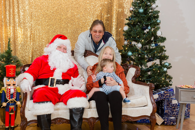 FADS Picture with Santa-235.jpg