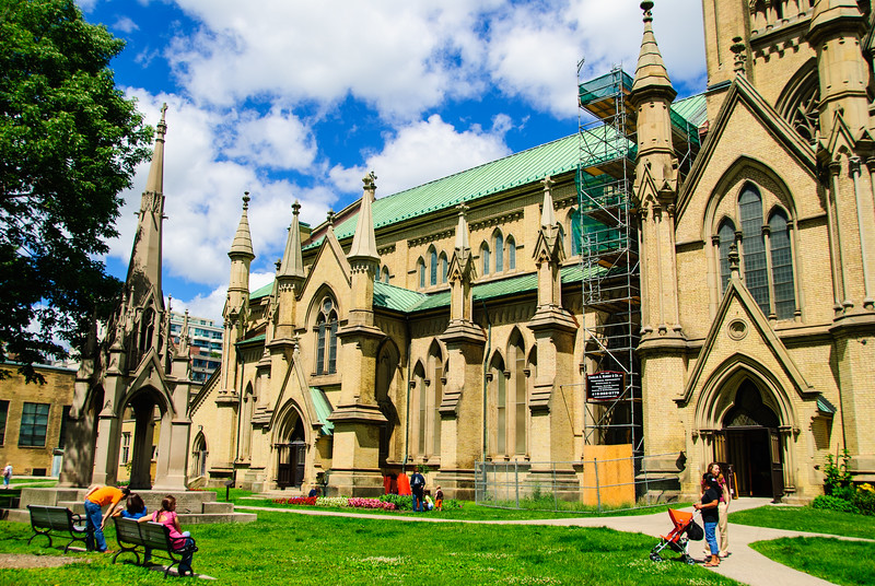 """<a href=""""http://www.stjamescathedral.on.ca/"""" target=""""_blank"""">St James Cathedral</a>"""