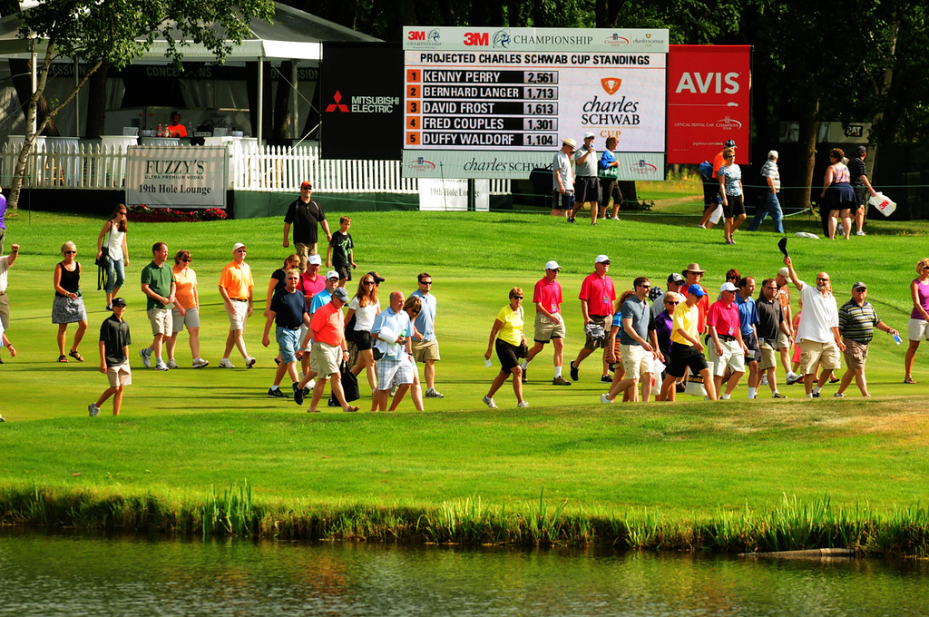 . A portion of the gallery follows the final group towards the eighteenth green on the final day of the 3M Championship. (Pioneer Press: Scott Takushi)