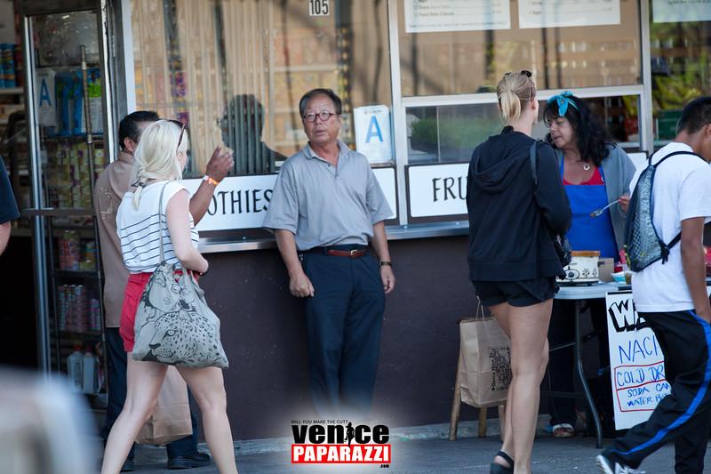 VenicePaparazzi-360.jpg