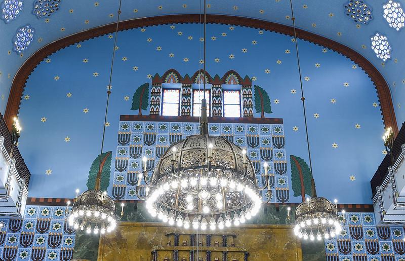 Synagogue interior.jpg