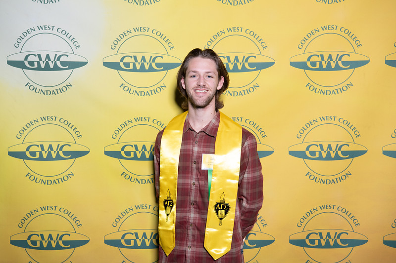 Scholarships-Awards-2019-0605.jpg