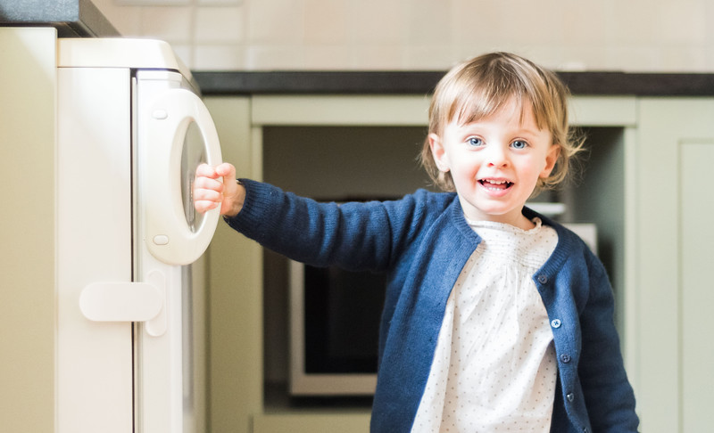 Fred_Home_Safety_Fridge_Freezer_Latch_Lifestyle_child_white.jpg