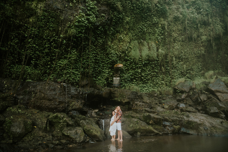 VTV_family_photoshoot_with_waterfall_Bali (58).jpg