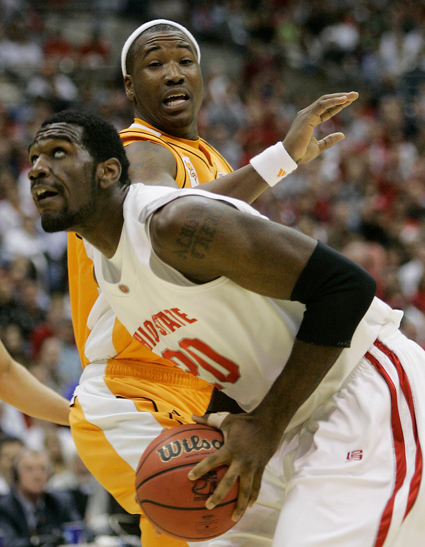 . Ohio State\'s Greg Oden (20) goes to the basket as Tennessee\'s Wayne Chism, rear, defends during their NCAA South Regional semifinal basketball game at the Alamodome in San Antonio, Thursday, March 22, 2007.  (AP Photo/Eric Gay)