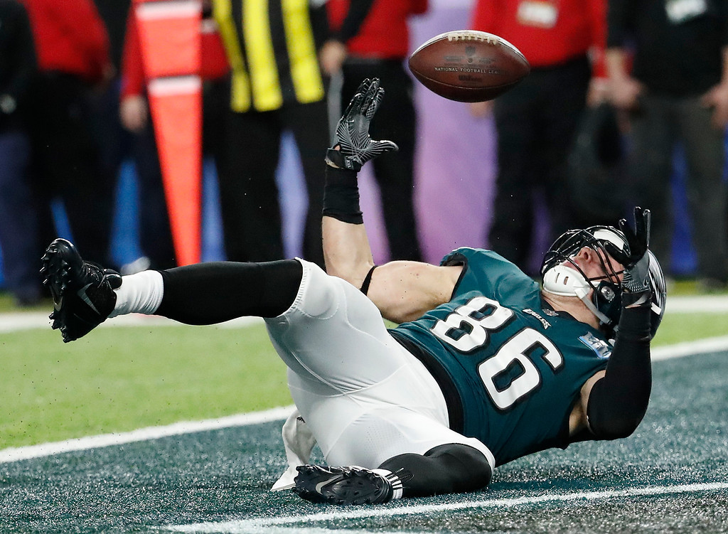 . Philadelphia Eagles\' Zach Ertz scores on a touchdown pass during the second half of the NFL Super Bowl 52 football game against the New England Patriots Sunday, Feb. 4, 2018, in Minneapolis. (AP Photo/Matt York)