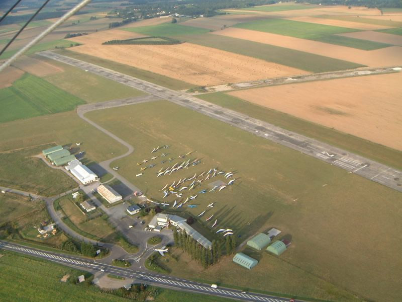 Abbeyville Aerodrome France - Microlight crossing Aug03