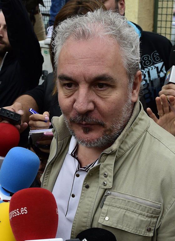 . Nurses\' Union spokesman Juan Jose Cano speaks to the journalists in front of the Carlos III hospital in Madrid on October 7, 2014. PIERRE-PHILIPPE MARCOU/AFP/Getty Images