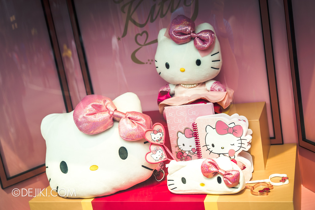 Universal Studios Singapore - Hello Kitty Studio store / Store window 2