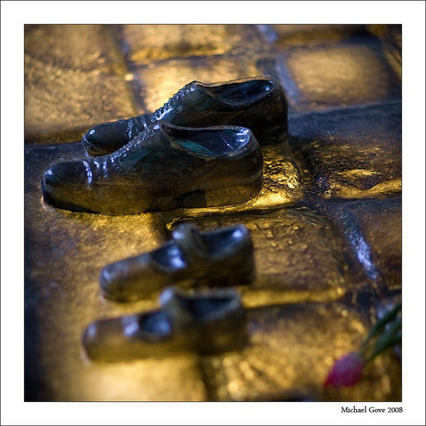 Glass impression of everyday life - adult and childs shoes (94618852).jpg
