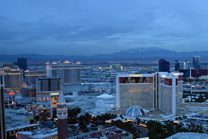 Vegas strip north dusk 02.jpg