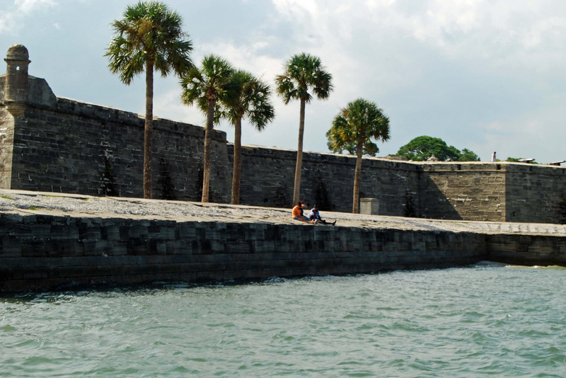 2835 St Augustine Spanish fort from the sea.jpg