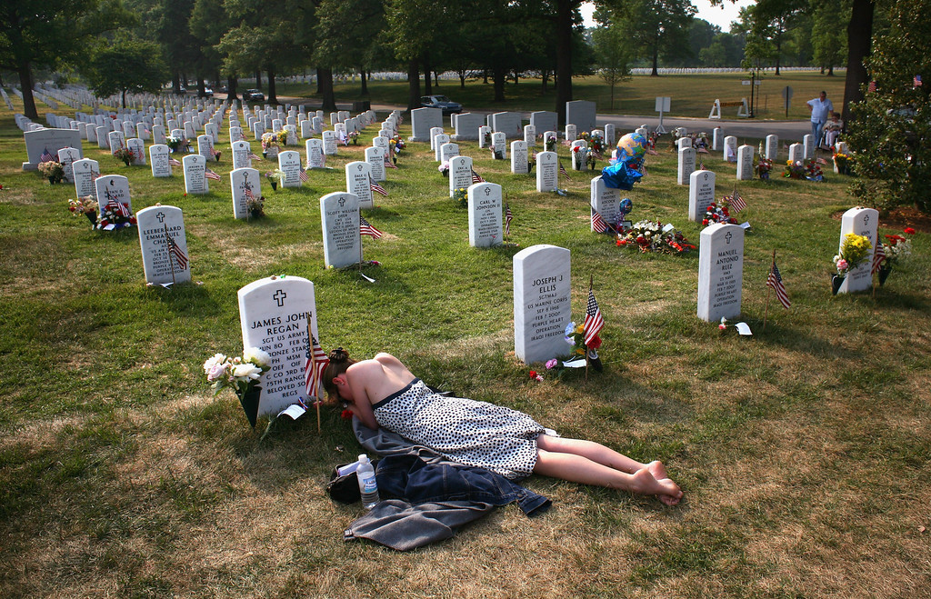 """. Mary McHugh mourns her slain fiancé Sgt. James Regan at \""""Section 60\"""" of the Arlington National Cemetery May 27, 2007. On March 24, 2008, four soldiers were killed when their patrol vehicle was blown up by a bomb in Baghdad, taking the US military personnel death toll in Iraq beyond 4000.  (Photo by John Moore/Getty Images)"""