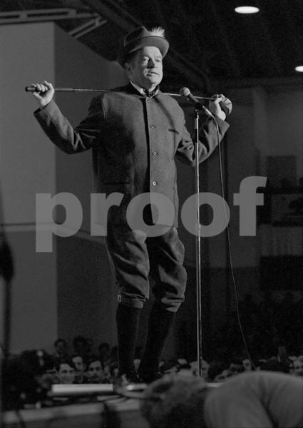 Bob Hope performing for the United States military forces on his Dec. 18, 1970 USO tour in Fleigerhorst, Germany.