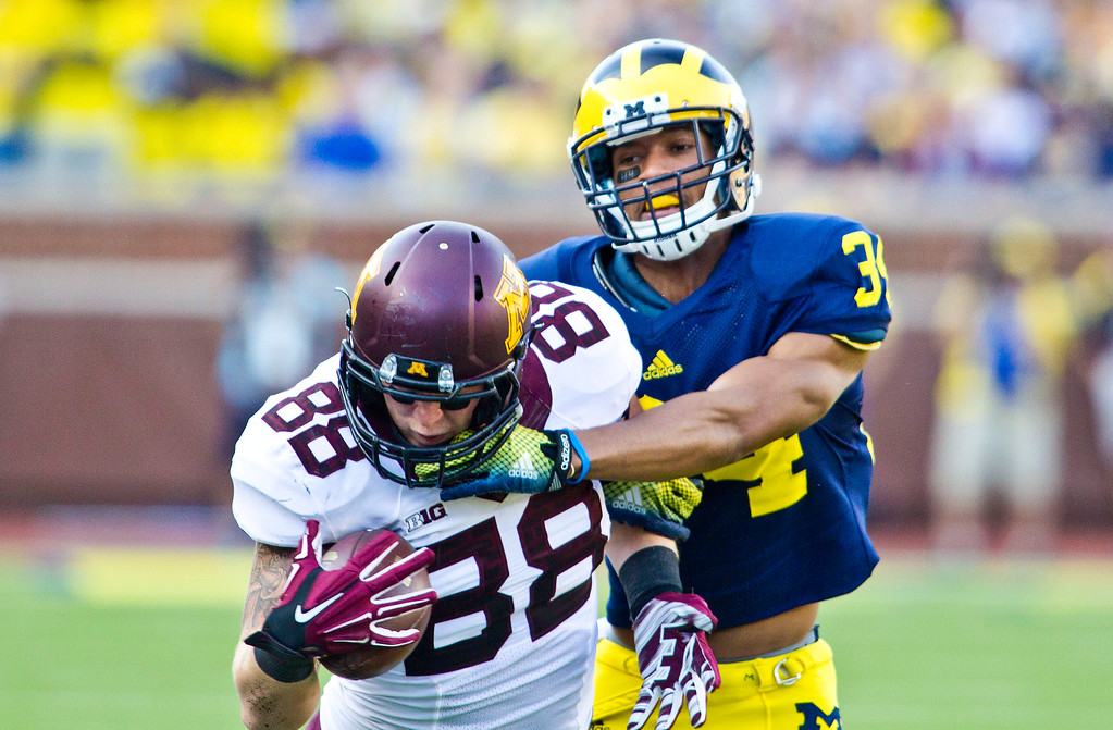 . Minnesota tight end Maxx Williams (88) makes a one-handed catch while defended by Michigan defensive back Jeremy Clark (34) in the third quarter of an NCAA college football game in Ann Arbor, Mich., Saturday, Sept. 27, 2014. Minnesota won 30-14. (AP Photo/Tony Ding)