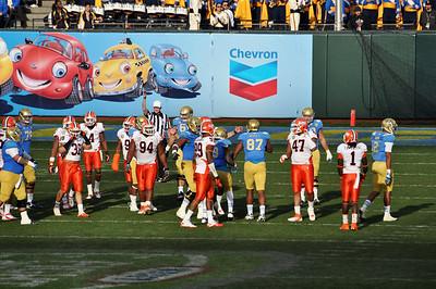 Kraft Fight Hunger Bowl-UCLA vs Illinois 12.31.2011