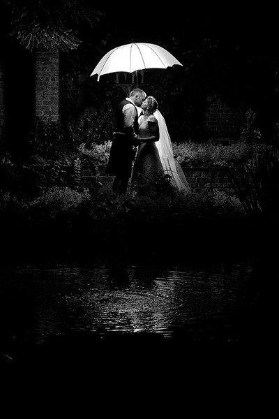 wedding-photographer-umbrella-rain-greenwoods-(62).jpg