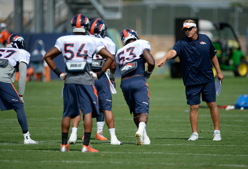 . Denver Broncos defensive coordinator Jack Del Rio works with the LB\'s during practice August 26, 2014 at Dove Valley.(Photo by John Leyba/The Denver Post)