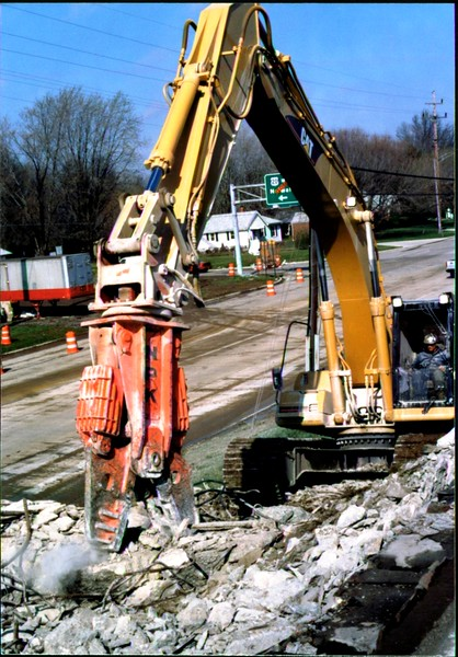 NPK M28G concrete pulverizer on Cat excavator-commercial demolition (Rt. 10) 04-08-98 (15).JPG